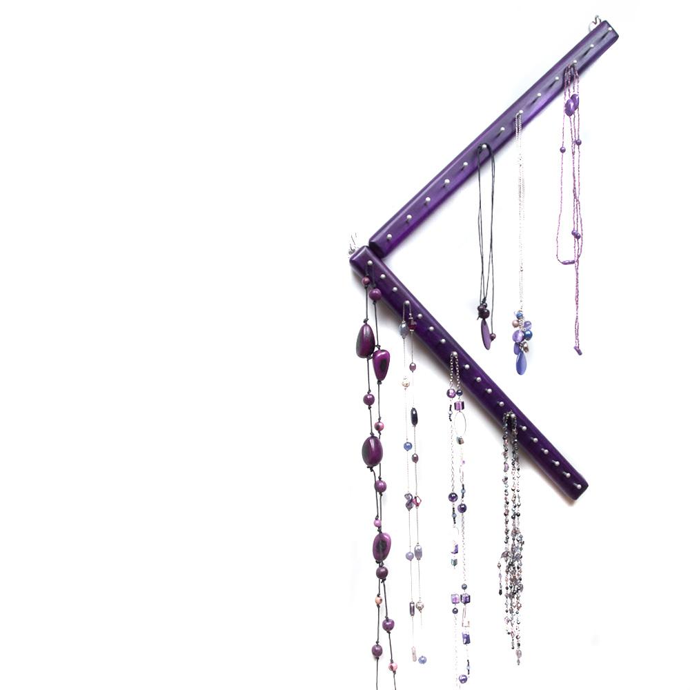 Schmuckmöbel Triangula violett mit Schmuck